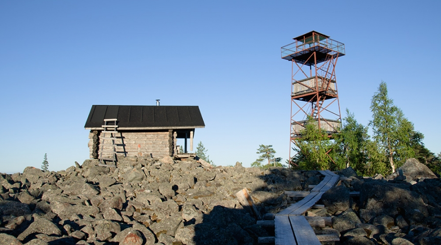 Kivalo's hut and observation tower